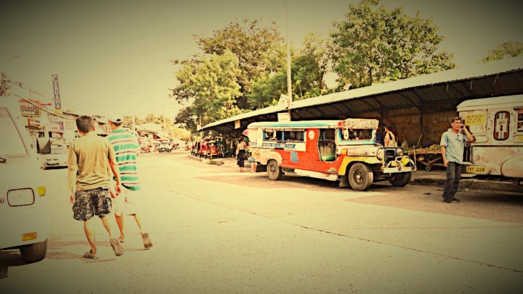 フィリピン・ジームニー・交通_Fotor